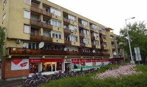 Szegedi utcai 4. emeleti erkélyes téglalakás eladó!
