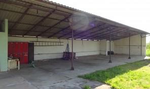 Makó-Rákoson parasztház eladó, nagy telken, hatalmas fedett tárolóval!