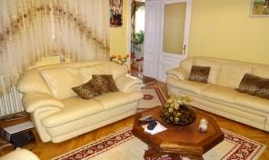 Makó központjában, szép nagy családi ház, nagy telken eladó!