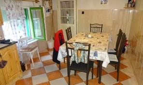 Kiszomboron 2 szobás ház, nagy konyhával, nagy portán eladó!