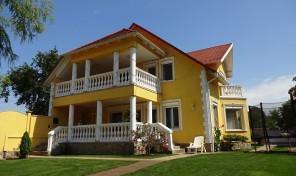 Álomház a Petőfi Park szomszédságában eladó!