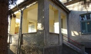 Makó központjában jó állapotú, elképesztően stílusos polgári ház eladó!