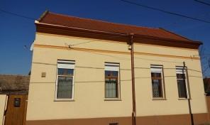 Arany János utca elején teljesen felújított csodálatos polgári ház eladó!