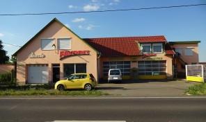 Favorit panzió és autószerviz eladó Apátfalván az M43-as főút mellett!Műszaki állomásnak kiváló!