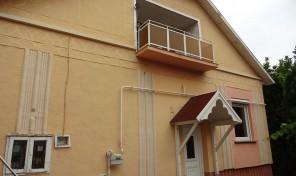 Almási iskola közelében kiváló, felújított téglaház.