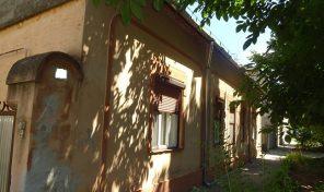 Makón központhoz közeli két lakrészes ház eladó!