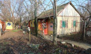 Ingószőlő utca végén építési telek, bungalóval eladó!Telephelynek is!