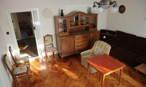 A városközpontban, a Páva utcában családi ház eladó! Apartmannak is kiváló lehetőség!