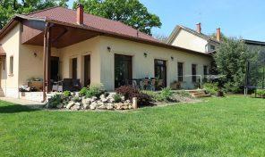 Petőfi Parkra néző csodálatos hangulatú exkluzív ház eladó!