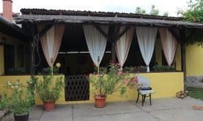 Almási utcában modern, mediterrán hangulatú családi ház eladó!