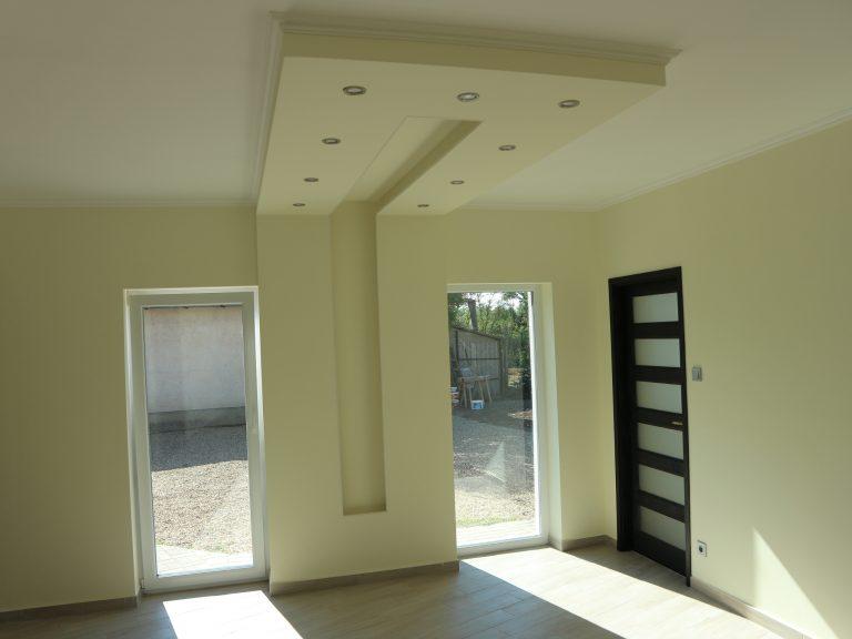 Újszerű családi ház szuper jó helyen eladó! Azonnal költözhető!