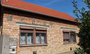 Síp utcában két lakrészes, nagy családi ház eladó!