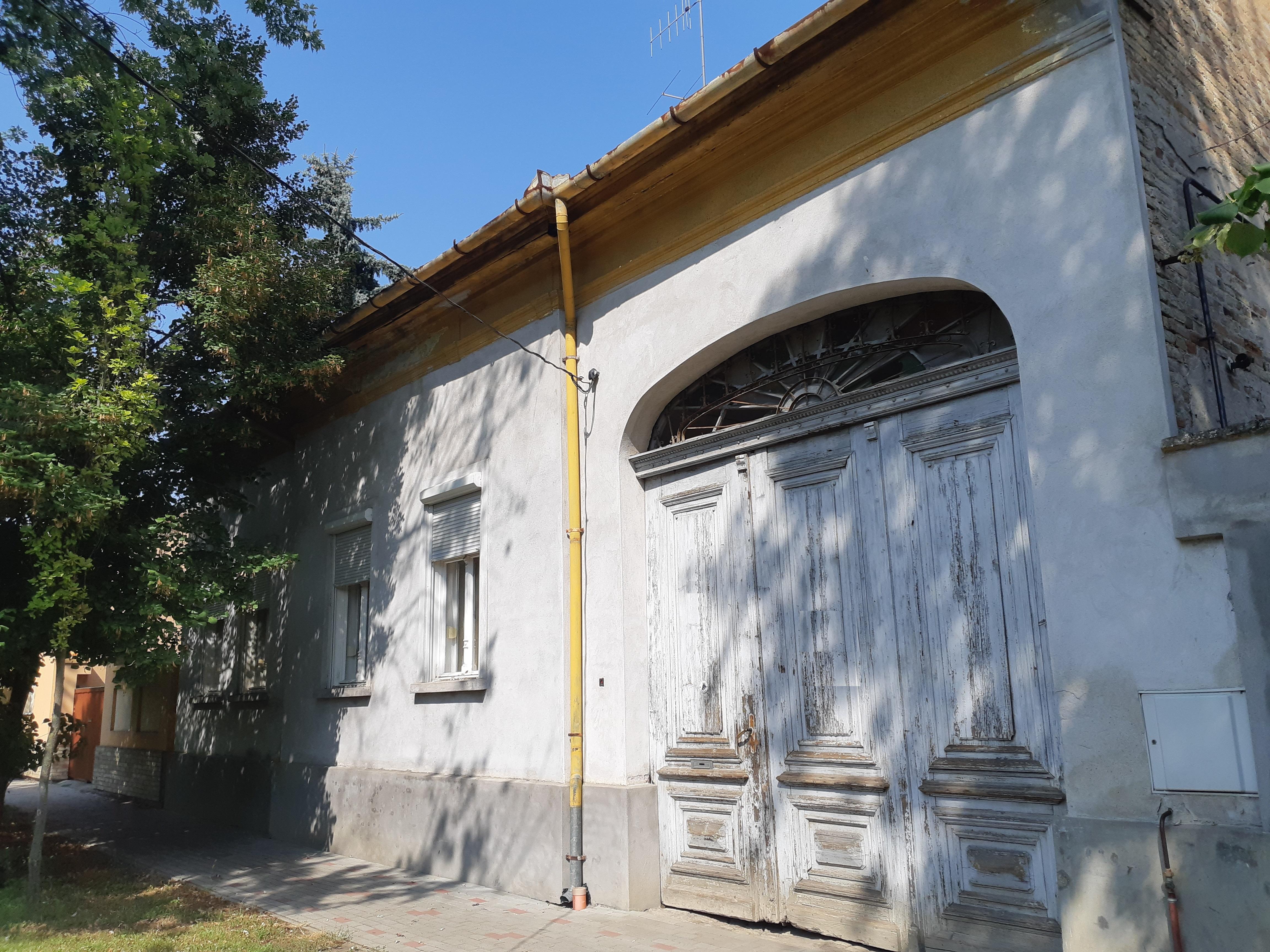 Makó Belvároson nagy családi ház, nagy portán eladó!