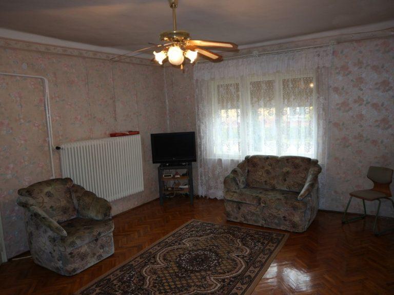 Szép utcában 3 szobás összkomfortos téglaház, garázzsal eladó!