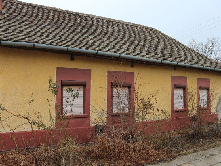 Zrínyi utcában 4 szobás, összkomfortos családi ház eladó!