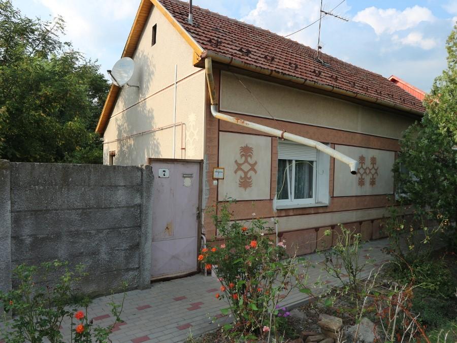 Szent Gellért utcai 3 és fél szobás vegyes falazatú ház eladó!