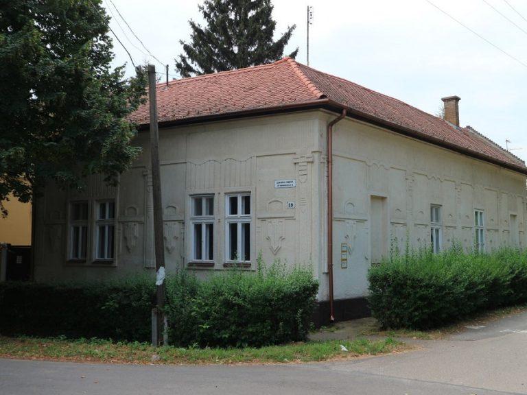 Lonovics sugárúton elegáns családi ház eladó!Új központi fűtéssel és fürdőszobával!