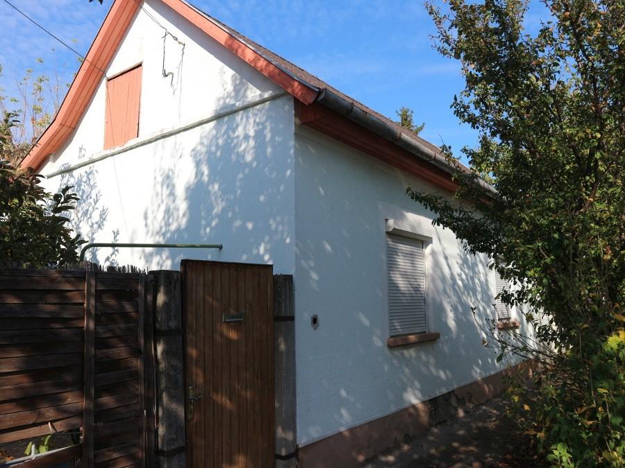 Orgona utcai két szobás felújított kis téglaház eladó!