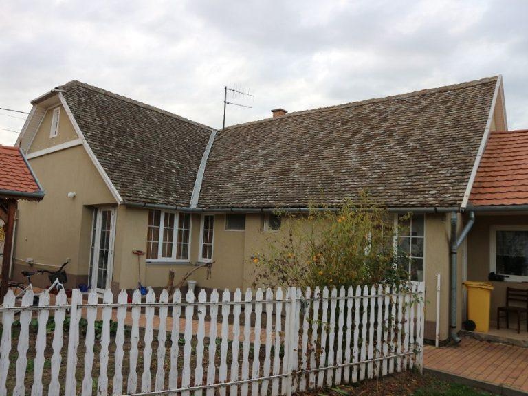 Sírkert utcában részben felújított kiváló családi ház eladó!