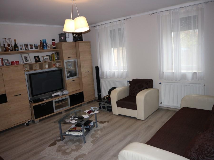 Kiváló két lakásos igényesen felújított családi ház eladó!