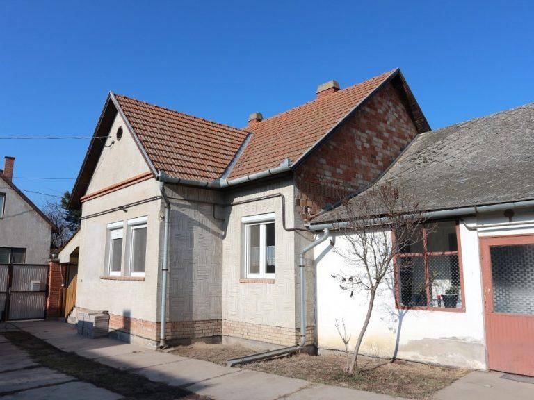 Makó belvároson kiváló családi ház csendes utcában eladó! Kihagyhatatlan lehetőség!