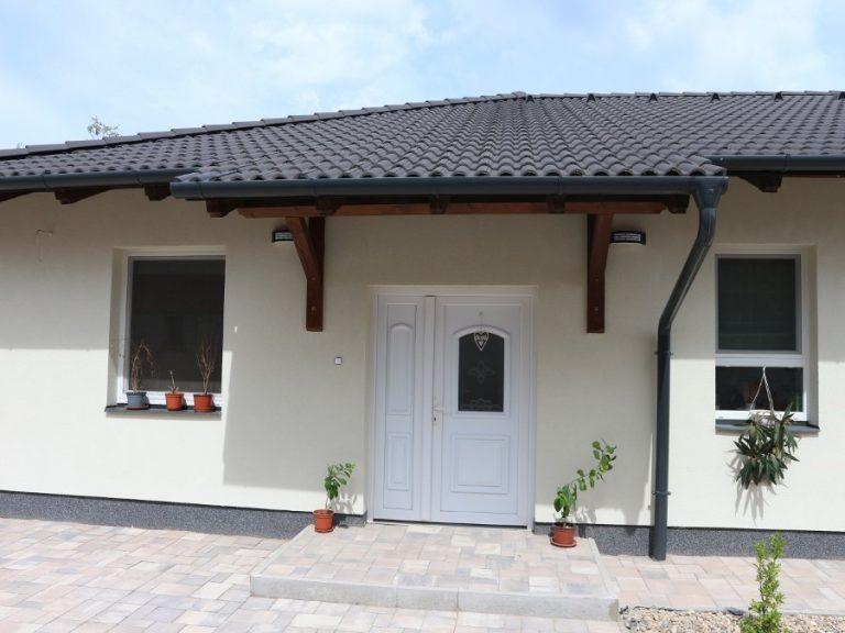 Deszken a Móra Ferenc utcában új építésű ház eladó! CSOK 10+15!