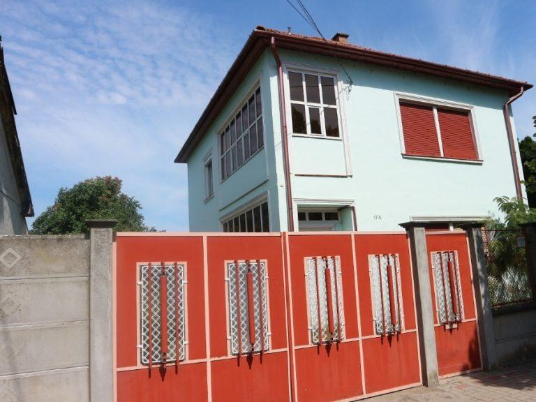 Rákóczi utcai kétszintes önálló családi ház eladó!