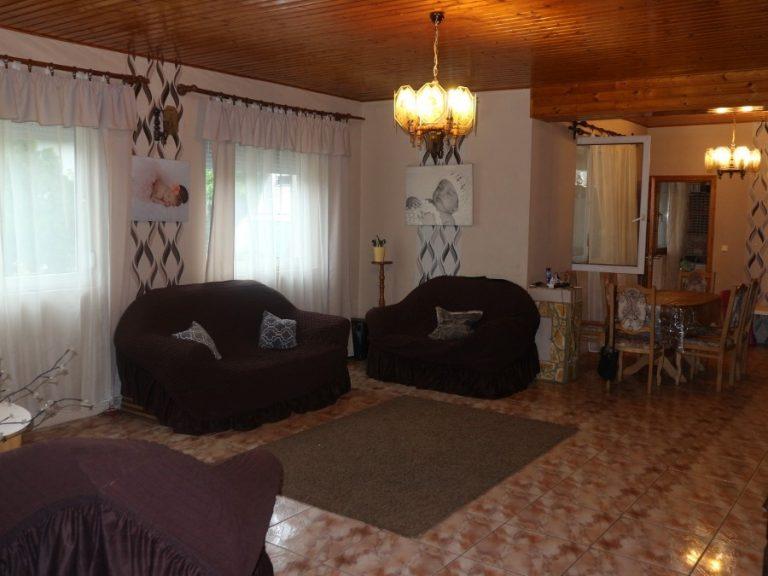 Kisposta közelében 2006-os építésű, tetőteres családi ház eladó!