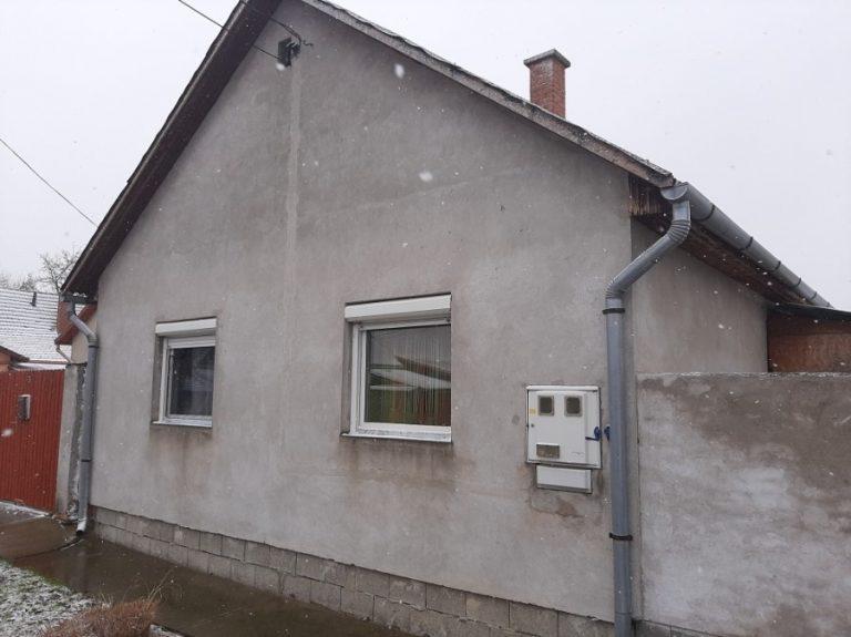 Makó, Klapka u. 3. alatt található 2006-os építésű téglaház eladó!