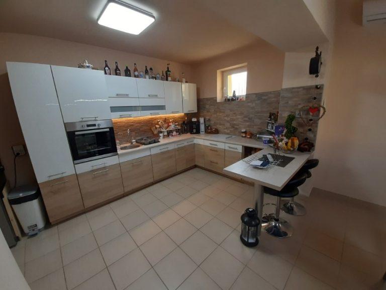 Maroslele Rákóczi utcában totálisan felújított, minden igényt kielégítő kiváló ház eladó!
