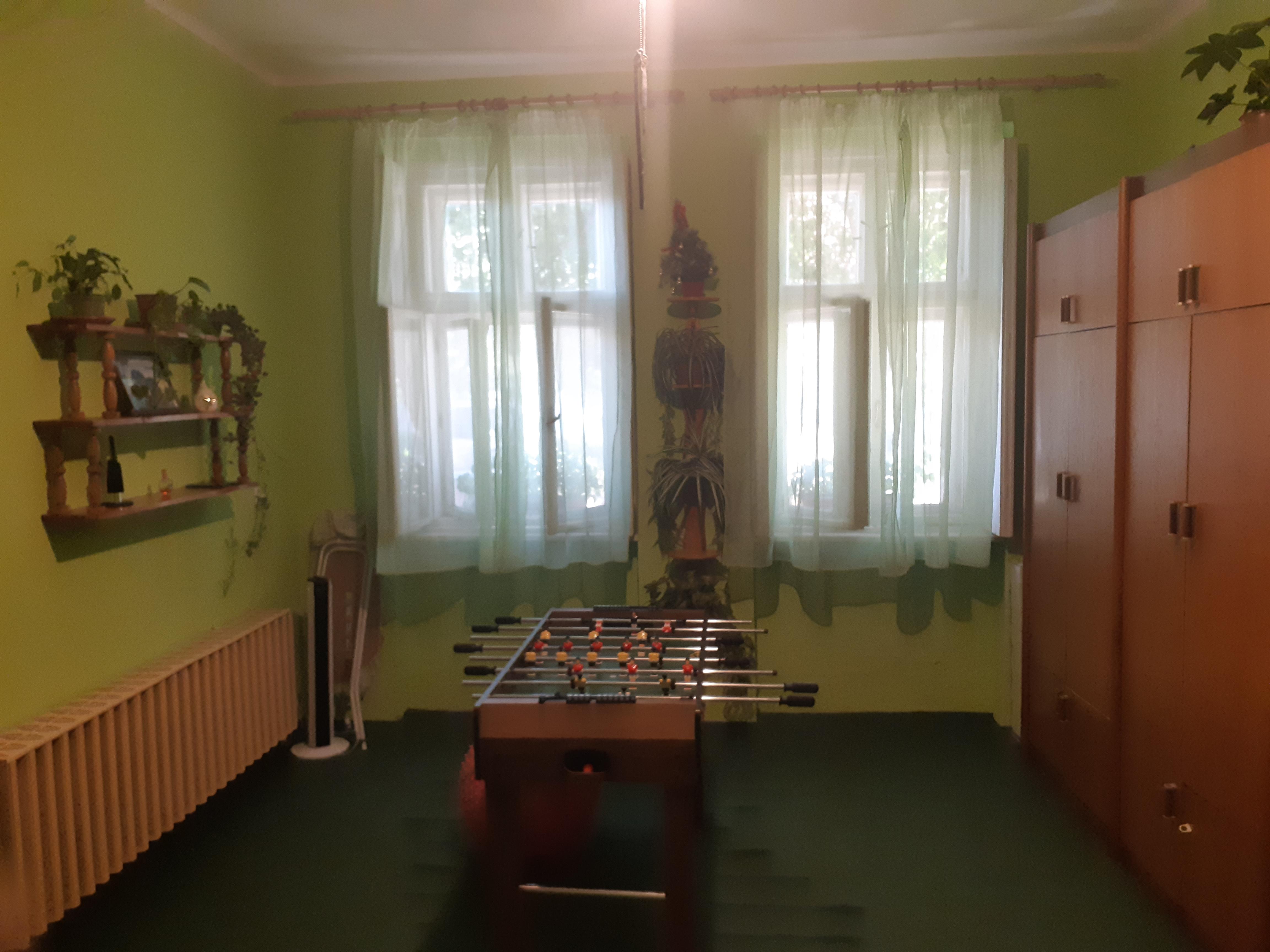 Váradi utca környékén 2 szobás jó állapotú családi ház, műhellyel eladó!