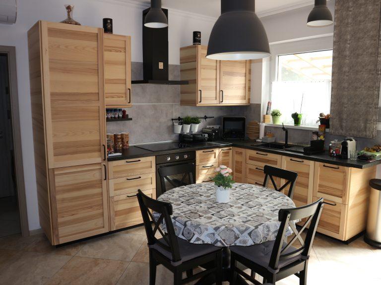 Makó szívében újszerű igényes és modern kivitelezésű ház, kis kerttel eladó!